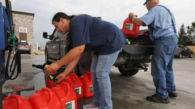 美國汽油需求反彈 3月近正常水準(圖片:AFP)