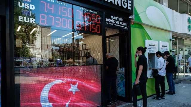 土耳其又換央行總裁 里拉暴跌15%再度破8(圖:AFP)