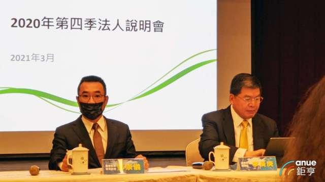 國泰金總經理李長庚(右)今天表示今年擬加發現金股利。(鉅亨網記者陳蕙綾攝)