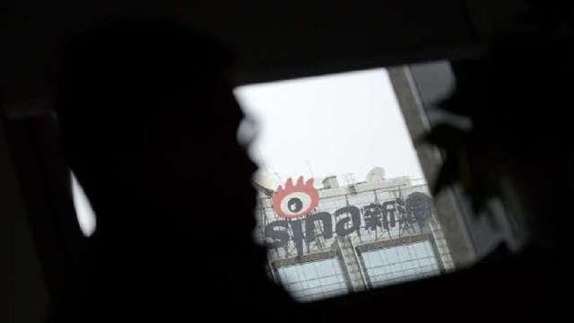新浪宣布達成合併 已申請美股下市(圖片:AFP)