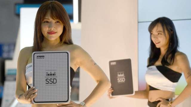 2020年SSD全球出貨台數首超硬碟 預測差距將繼續拉大 (圖片:AFP)