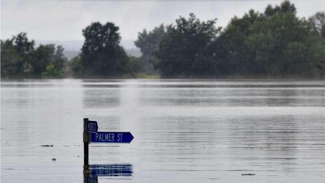 百年一遇洪水侵襲 澳洲煤炭供應鏈中斷 短期恐致價格波動(圖:AFP)