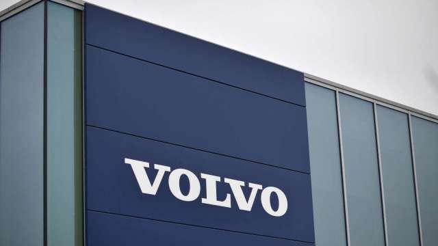 全球晶片荒 車廠心涼!Volvo預警Q2須全球停工2至4週 收益恐受重挫 股價挫逾7% (圖片:AFP)