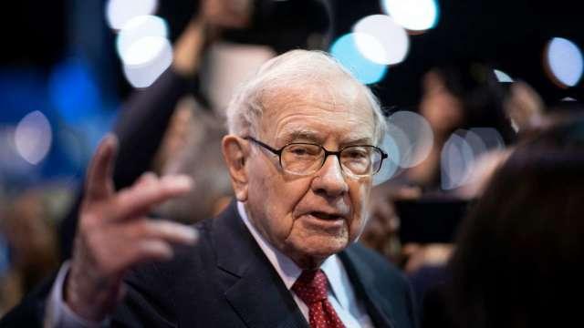 股神巴菲特大砍銀行股失策 估損失100億美元(圖片:AFP)