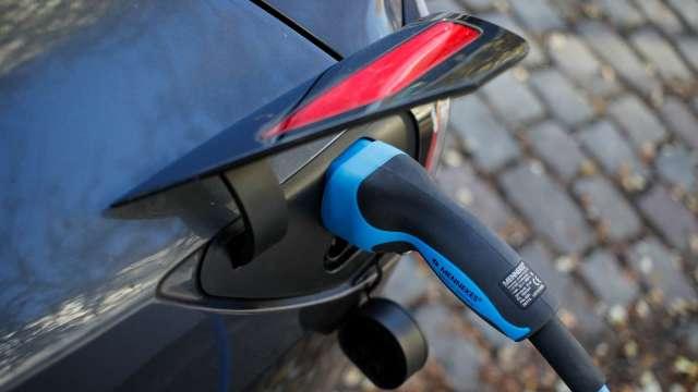 彭博:德國政府決定在EV充電基礎建設投入65億美元 (圖片:AFP)