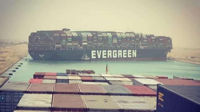 歐亞樞紐大打結!長榮長賜號卡蘇伊士運河 百艘貨輪受波及(圖:Instagram)