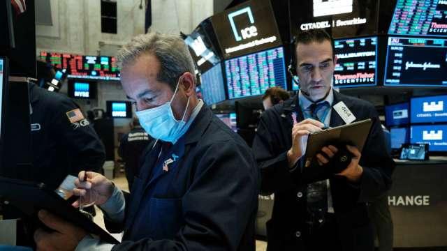 錯過上一輪油價漲潮?趁油價回落 高盛點名3檔能源股  (圖片:AFP)