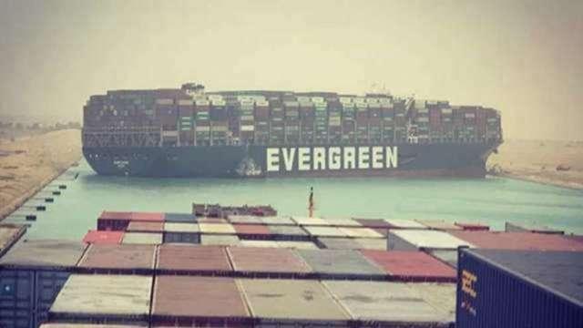 運河塞船運價蠢動 40呎貨櫃費用漲三倍 空運需求看增 (圖:AFP)