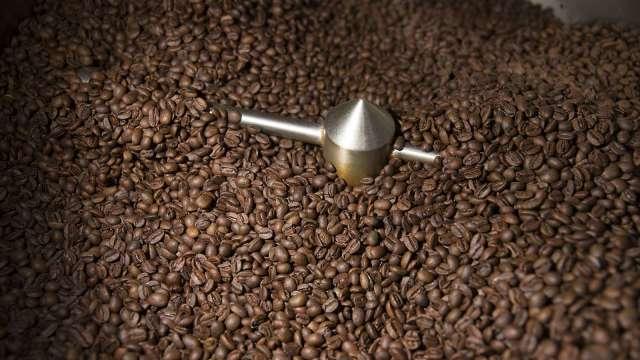 運河堵塞 即溶咖啡可能也將面臨缺貨危機(圖片:AFP)