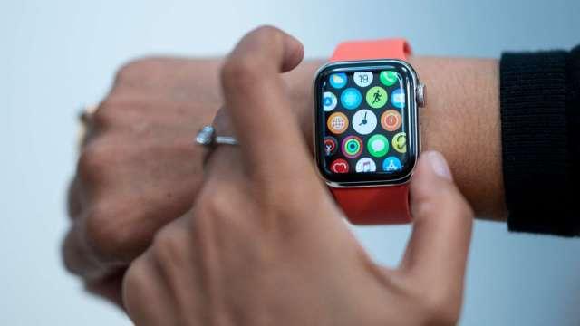 彭博:蘋果考慮推出堅固版Apple Watch 最快今年稍晚發布 (圖:AFP)