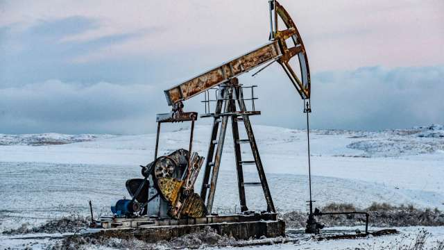 〈能源盤後〉長賜輪連4日卡海運樞紐 原油漲逾4% 但WTI本週收低 (圖片:AFP)