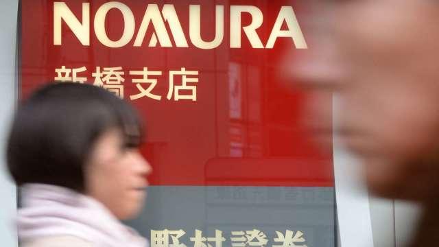 野村控股股價重挫!與美國客戶交易恐虧損20億美元 (圖片:AFP)