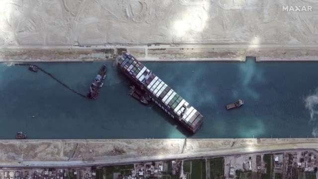 長賜輪已順利脫困 但運河恢復通行時間仍未知(圖:AFP)
