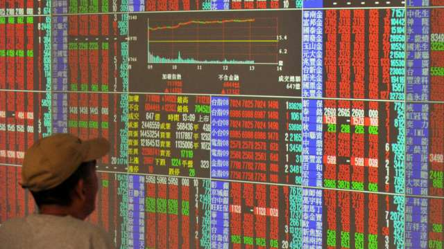 台股攀高站穩16500點 外資連3買 三大法人聯手買超178.74億元。(圖:AFP)