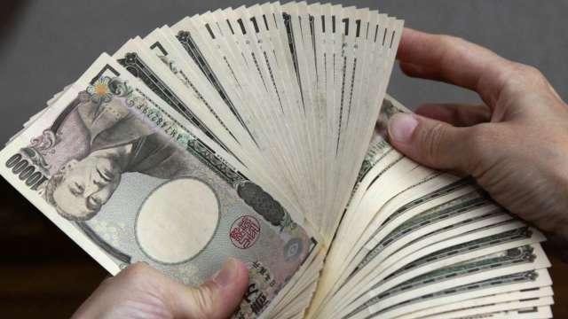 美元兌日圓突破110關卡 寫1年以來新高(圖:AFP)