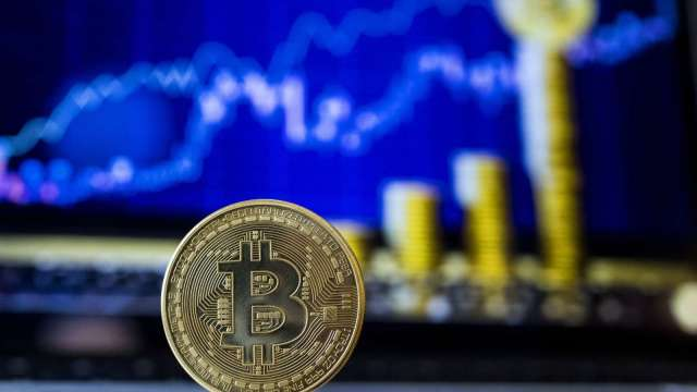 投資者轉向加密貨幣避險?比特幣站回58000美元(圖:AFP)