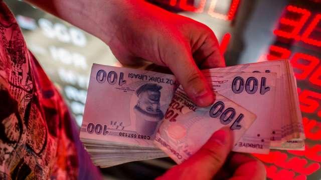 土耳其央行副總裁也被總統開除 里拉兌美元跌至8.29(圖:AFP)