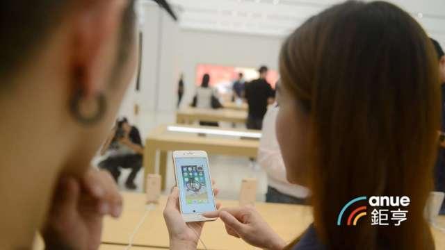 郭明錤估舜宇光學將在下半年起供應蘋果7P新鏡頭,玉晶光壓力大增。(鉅亨網記者張欽發攝)