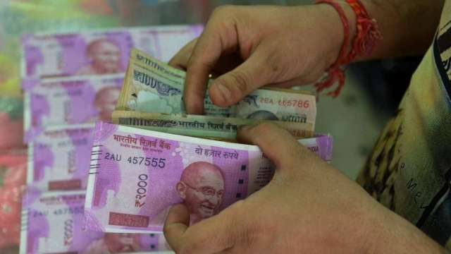 渣打悲觀看印度盧比:年底前將貶值4%(圖:AFP)
