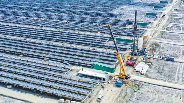 台電台南鹽田太陽光電場啟用,可望年發逾2億度電。(圖:台電提供)