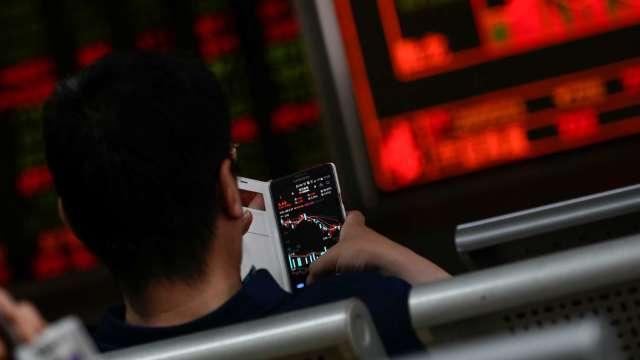 〈焦點股〉美光財測報喜 南亞科逼近漲停價叩關百元。(圖:AFP)