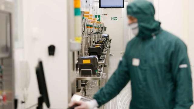 〈台積電大擴產〉砸千億美元擴廠 設備業者未來三年迎高速成長期。(圖:AFP)