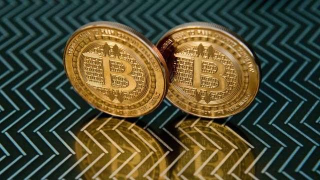 幣圈利多連連 Coinbase宣布本月將上市 激勵比特幣站回6萬美元大關(圖:AFP)