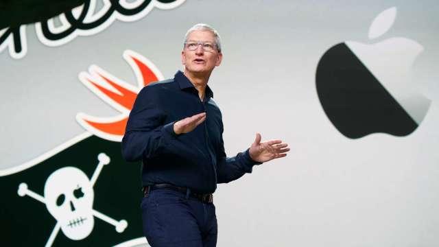 庫克罕見談蘋果自駕車計畫 沒跟馬斯克說過話。(圖片:AFP)