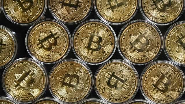 比特幣領軍!加密貨幣總市值衝破2兆美元 與蘋果旗鼓相當 (圖:AFP)