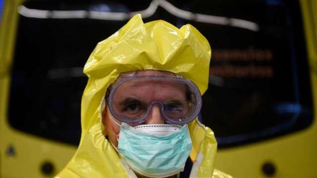 路透:全球新冠病毒死亡數衝破300萬人 3個月內暴增100萬 (圖:AFP)