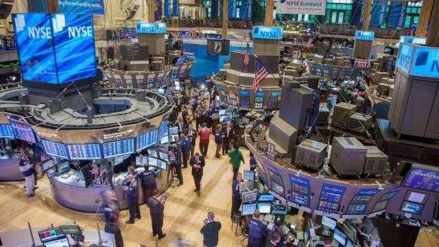 〈美股盤後〉美股獲利了結 四大指數集體收黑 (圖片:AFP)