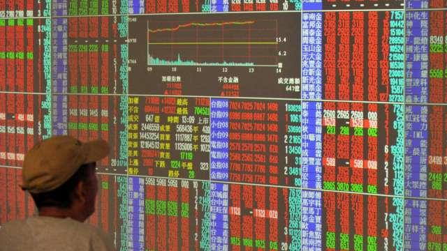 台股站上16800點續攀新高 外資連3買 三大法人買超83.02億元。(圖:AFP)