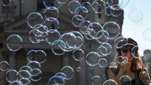 花旗再示警股市泡沫:市場心態就像1999年(圖:AFP)