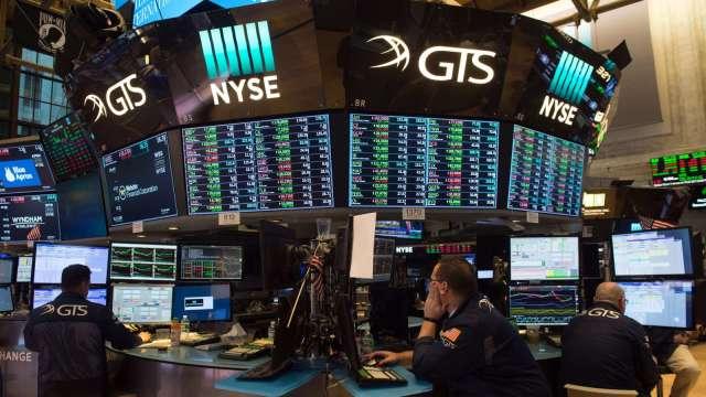〈美股早盤〉科技股開盤強彈 率那指漲近1%、標普續攻新高 (圖:AFP)