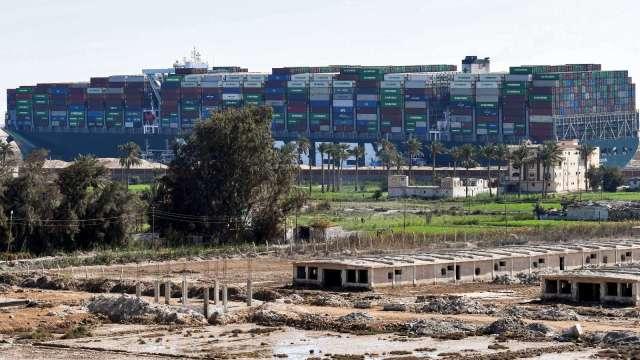 長賜輪回不來 埃及要求支付10億美元賠償金才放船 (圖片:AFP)