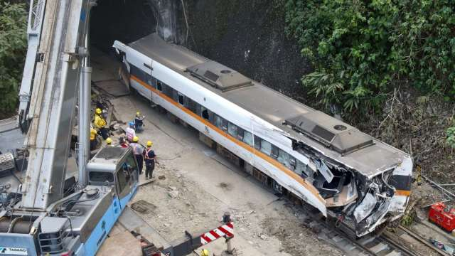 揭絕命太魯閣號背後台鐵「醬缸文化」。(圖:AFP)