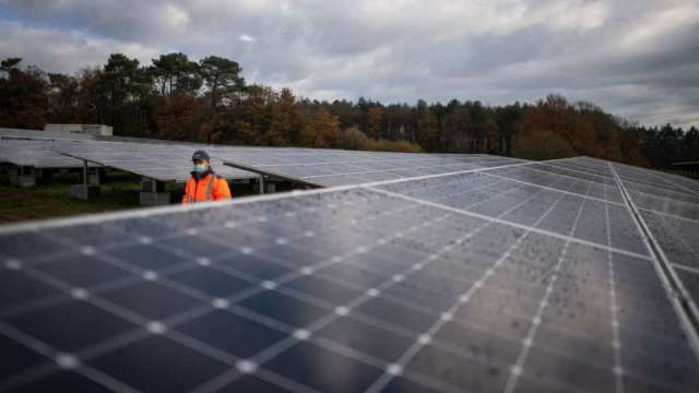 〈新疆再遭制裁〉西方擬制裁新疆太陽能多晶矽 供應鏈面挑戰。(圖:AFP)