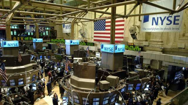 〈美股早盤〉美股財報季本周拉開序幕 美股小幅開低 (圖:AFP)