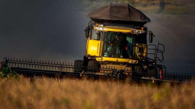 糧食價格上揚+農業機具庫存緊張 策略師點名這類股 (圖:AFP)