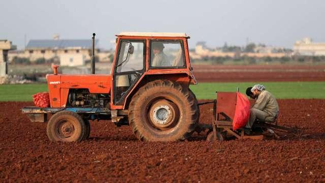 澳洲電動車政策不友善 特斯拉賣輸農用曳引機(圖片:AFP)
