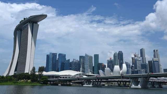 新加坡GDP抗疫一年來首見成長 央行態度沒有先前鴿派 (圖:AFP)