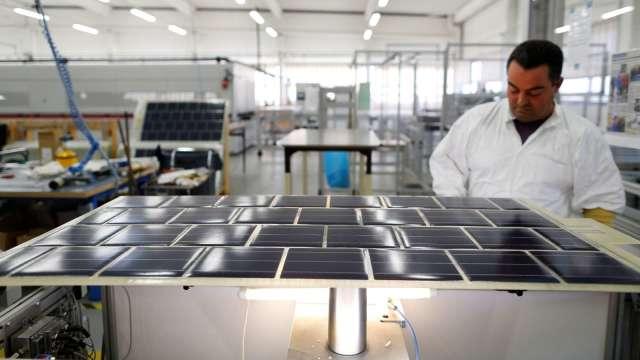 中美晶太陽能電池、模組產能同步滿載 訂單能見度3個月起跳。(圖:AFP)