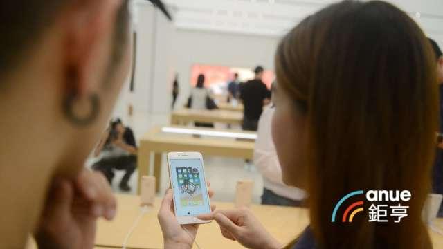 郭明錤:iPhone鏡頭將升級到4800萬畫素 有利市場領先者大立光。(鉅亨網記者張欽發攝)