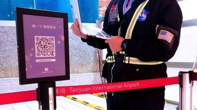 元太攜手亞太電、英研智能推彩色電子紙看板,瞄準公共顯示應用。(圖:元太提供)