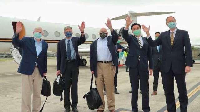 左起為美國前參議員陶德、前副國務卿史坦柏格、前副國務卿阿米塔吉。(圖:外交部提供)