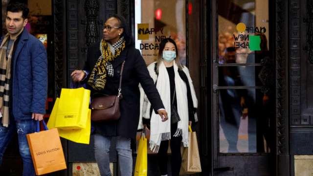 1400美元現金支票助攻 經濟學家看好美3月零售銷售雙位數成長 (圖:AFP)