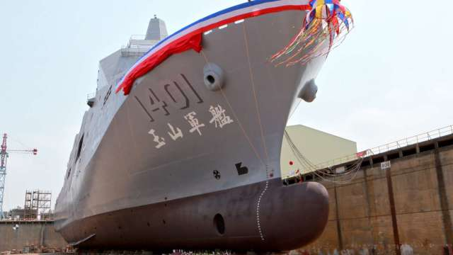 首艘兩棲船塢運輸軍艦-玉山軍艦。(圖:台船提供)