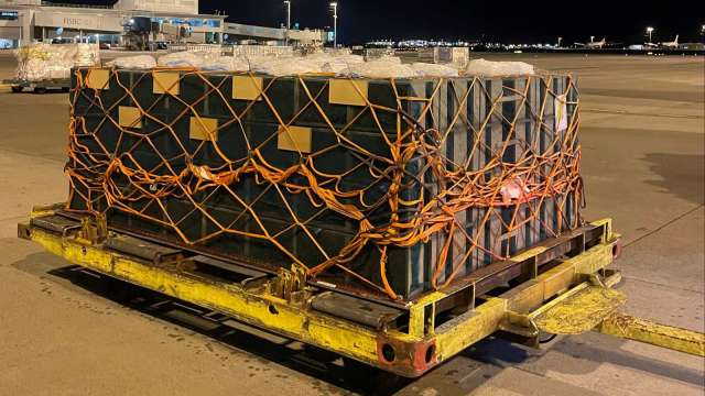 華航執行活體蜜蜂空運服務。(圖:華航提供)