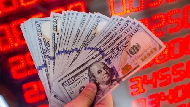 觀望美外匯報告 台幣量縮連3升收28.341元 攀1個月高點。(圖:AFP)