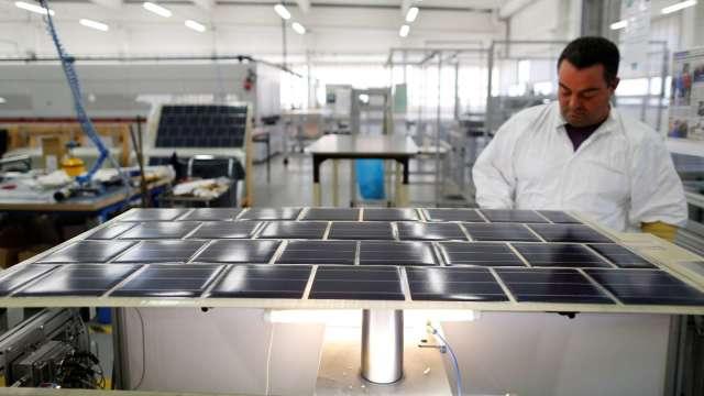 台聚受惠太陽能需求暢旺。(圖:AFP)